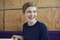 Portrait of blond businesswoman - PNEF00706