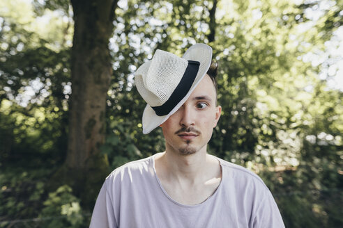 Portrait of silly young man wearing a hat - KMKF00325