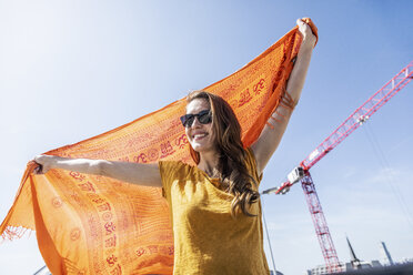 Portrait of smiling woman with sunglasses and cloth - FMKF05112