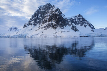 Antarctic, Antarctic Peninsula, glaciated mountains in Lemaire Channel - CVF00674