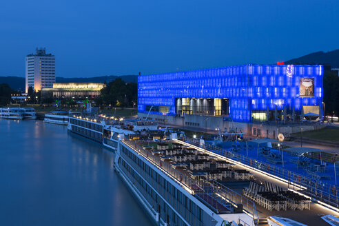 Austria, Linz, View of Lentos Art Museum, Danube river at blue hour - FC01410
