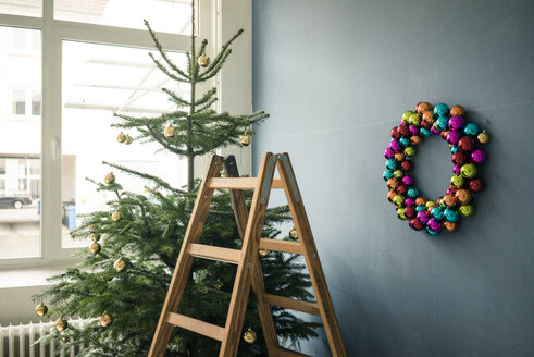 Christmas tree, Christmas wreath and ladder in a loft - MOEF01348