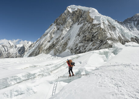 Nepal, Solo Khumbu, Everest, Sagamartha National Park, Mountaineer crossing icefall at Western Cwm - ALRF01234