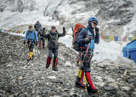 Nepal, Solo Khumbu, Everest, Sagamartha National Park, Mountaineers arriving at the base camp - ALRF01240