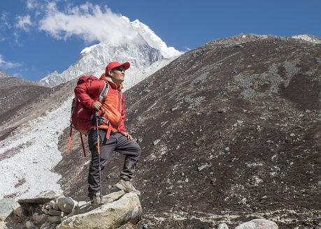 Nepal, Solo Khumbu, Everest, Sagamartha National Park, Mountaineers hiking the Himalayas - ALRF01258