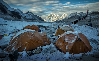 Nepal, Solo Khumbu, Everest, Sagamartha National Park, Tents at the Base camp - ALRF01264