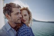 Happy couple on a sailing boat - JLOF00060