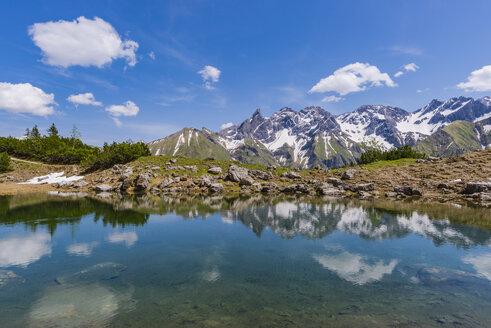 Germany, Bavaria, Allgaeu, View from Gugg lake to Allgaeu Alps, Central main ridge - WGF01197