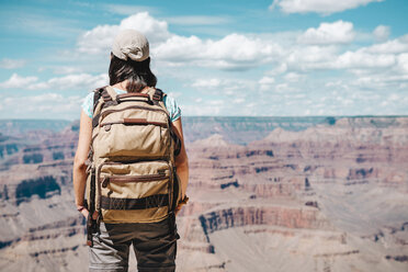 USA, Arizona, Grand Canyon National Park, Young woman with backpack exploring and enjoying the landscape - GEMF02063