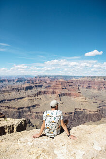 USA, Arizona, Young man enjoying the landscape of Grand Canyon National Park - GEMF02066