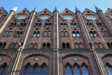 Germany, Stralsund, part of facade of historic town hall - ELF01862