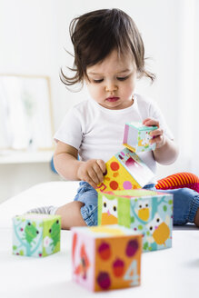 Baby boy playing on floor with toy bricks - CUF24559