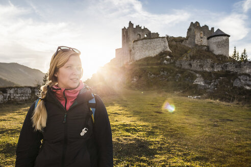 Young female hiker in front of Ehrenberg castle ruins, Reutte, Tyrol, Austria - CUF26747