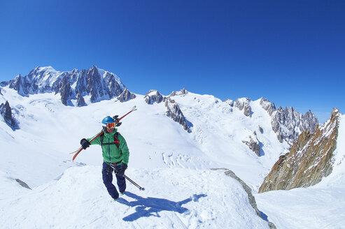 Mature male skier on ridge at Mont Blanc massif, Graian Alps, France - CUF27418