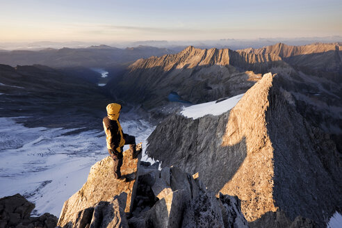 Austria, Tyrol, Zillertal Alps, View from Reichenspitze, climber at glaciated mountains at sunrise, Wildgerlostal, High Tauern National Park - CVF00743
