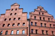Germany, Mecklenburg-Western Pomerania, Stralsund, historic old town, repersentative facades - ELF01866