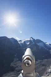 Austria, Carinthia, High Tauern National Park, Grossglockner peak, Pasterze glacier and Johannisberg, telescope - GWF05525