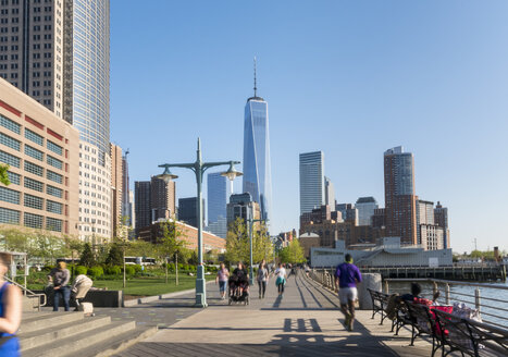 One world Trade Center from Hudson river harbor, New York, USA - CUF30265