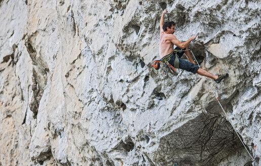 Male climber at Riverside crag in Yangshuo, Guangxi Zhuang, China - CUF30681