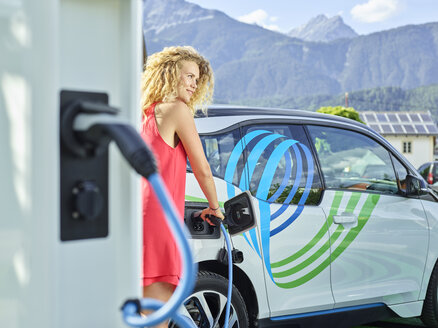 Young woman charging electric car - CVF00812