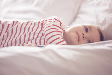Baby boy lying on bed - CUF31910