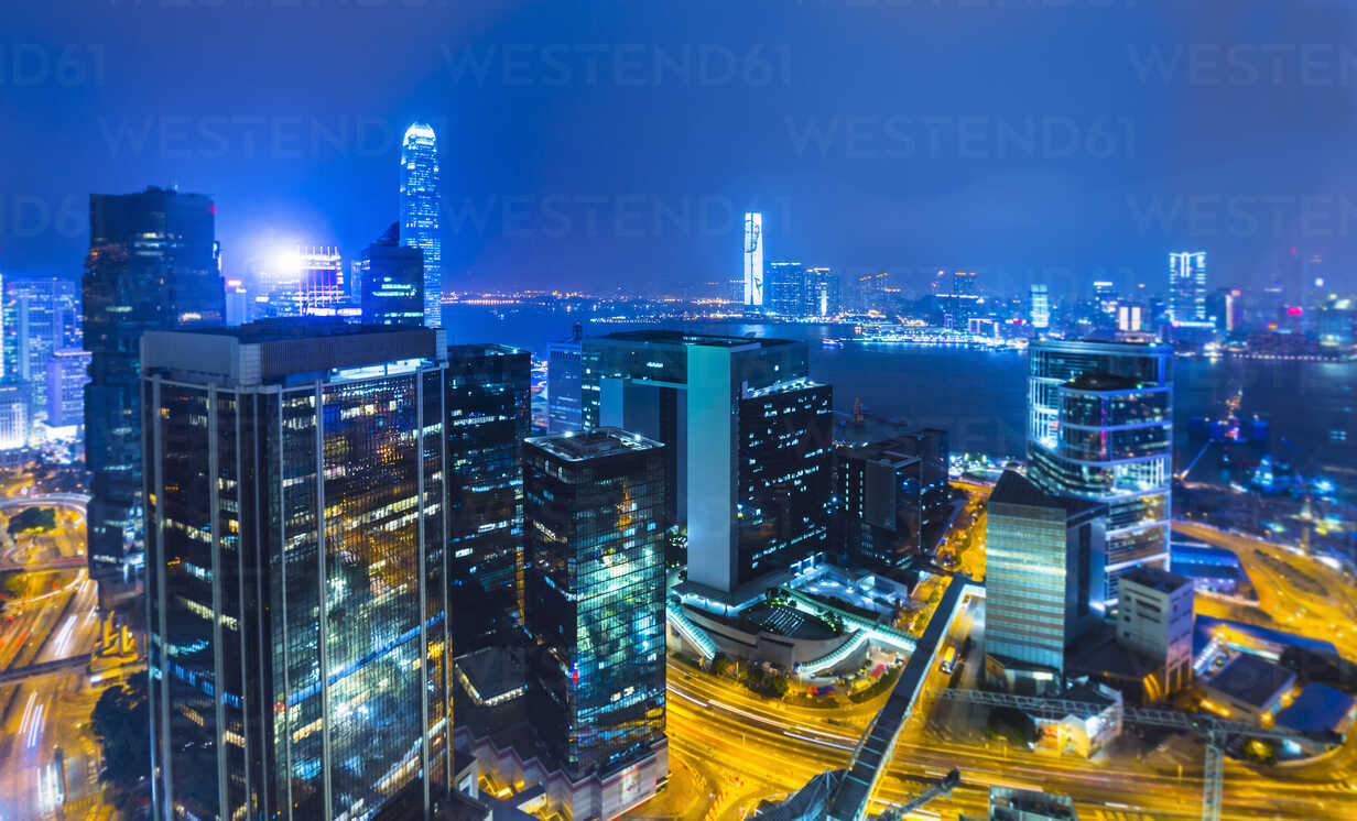 Central Hong Kong financial district and Victoria harbor, selective focus, Hong Kong, China - ISF10006 - Henglein and Steets/Westend61