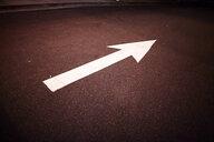 Arrow on road - ISF10162