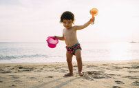 Baby girl playing on the beach - GEMF02077