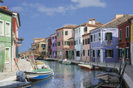 Pastel colored houses and boats on canal, Burano, Venice, Veneto, Italy - CUF32772