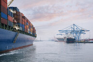 Container ship on river harbor, Tacoma, Washington, USA - ISF10637