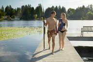 Couple leaving lake after swim, Seattle, Washington, USA - ISF11295