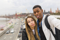 Russia, Moscow, couple taking a selfie and smiling - WPEF00427