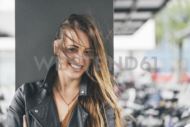 Portrait of happy young woman with windswept hair - KNSF03993 - Kniel Synnatzschke/Westend61
