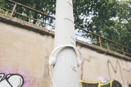 Headphones at lamp post - KNSF04035