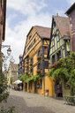 France, Alsace, Ribeauville, Old town, alley - KLRF00603