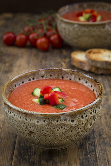 Gazpacho with cucumber and paprika topping - LVF07132