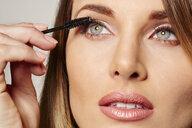 Woman applying mascara - ISF14167