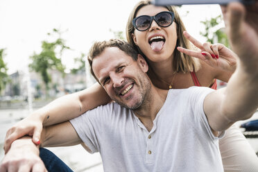 Happy couple taking a selfie outdoors - UUF14294