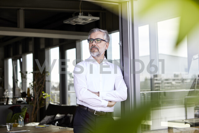 Businessman standing at French door thinking - RBF06330 - Rainer Berg/Westend61