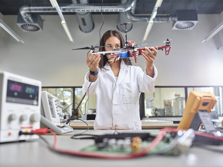 Female technician working in research laboratory, holding drone - CVF00876