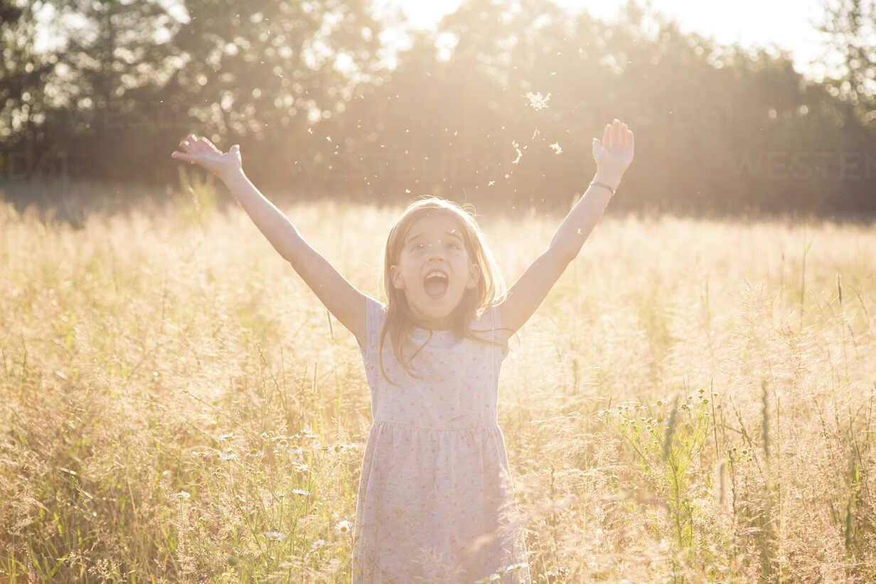 Young girl standing in field at summer evening - LVF07161 - Larissa Veronesi/Westend61
