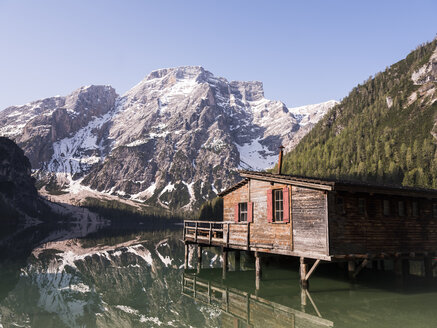 taly, South Tyrol, Dolomites, Lago di Braies, Fanes-Sennes-Prags Nature Park in the morning light - MADF01403