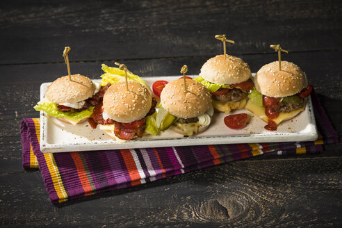 Mini burger on plate - MAEF12662