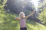 Archeress aiming with her bow - TCF05496