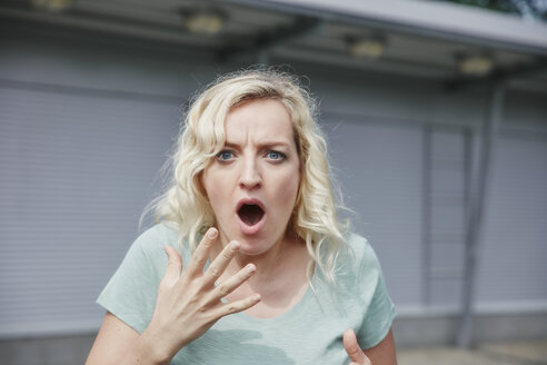 Portrait of shocked woman outdoors - RHF02064