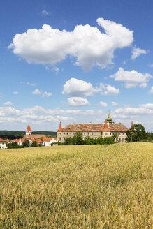 Austria, Lower Austria, Waldviertel, Dross, Dross Castle and grain field - WWF04233