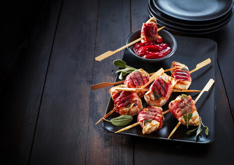 Saltimbocca skewers on serving tray - KSWF01946