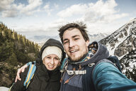 Self portrait of young couple in mountains, Hundsarschjoch, Vils, Bavaria, Germany - CUF38099