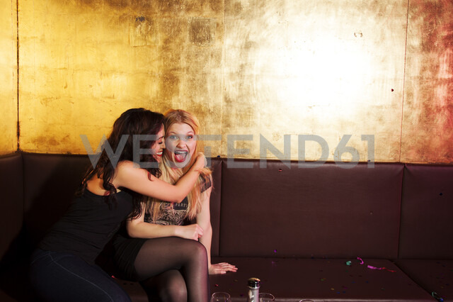 Two female friends having a laugh in nightclub - CUF38411