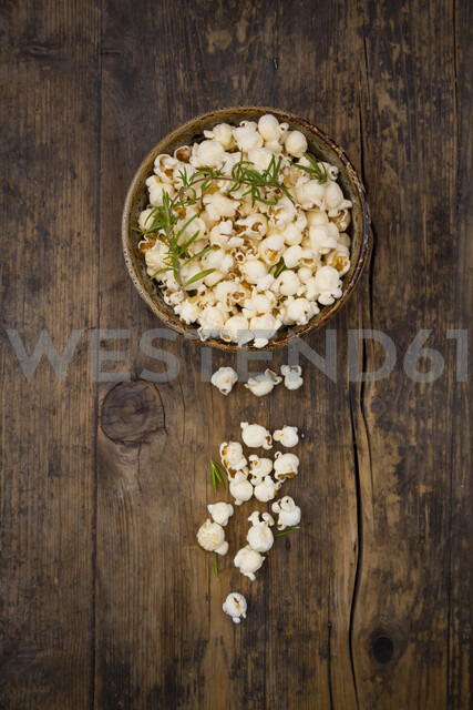 Homemade popcorn with rosemary and parmesan - LVF07197